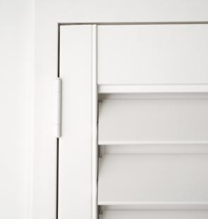 Timber_Plantation_Shutters_Hinged_Z-Frame_Hidden-Architrave_Hidden-Control_White