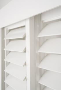 10_PVC_Australian_Made_Plantation_Shutters_Sliding_Headboard_Hidden-Control_White